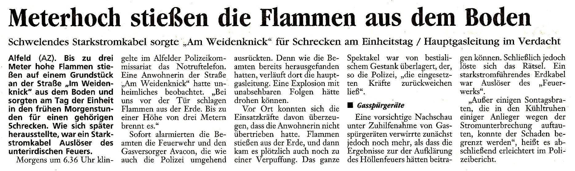2001-10-05 Meterhoch stießen die Flammen aus dem Boden