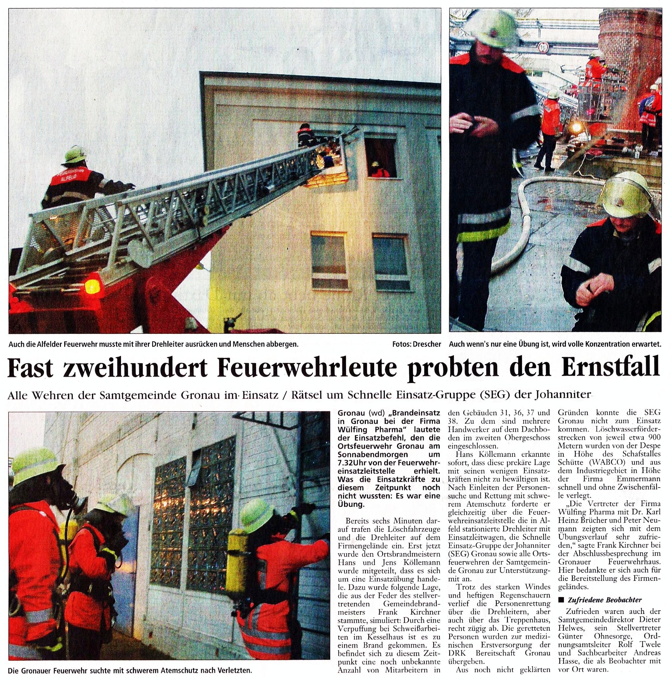 2002-10-28 Fast 200 Feuerwehrleute proben den Ernstfall