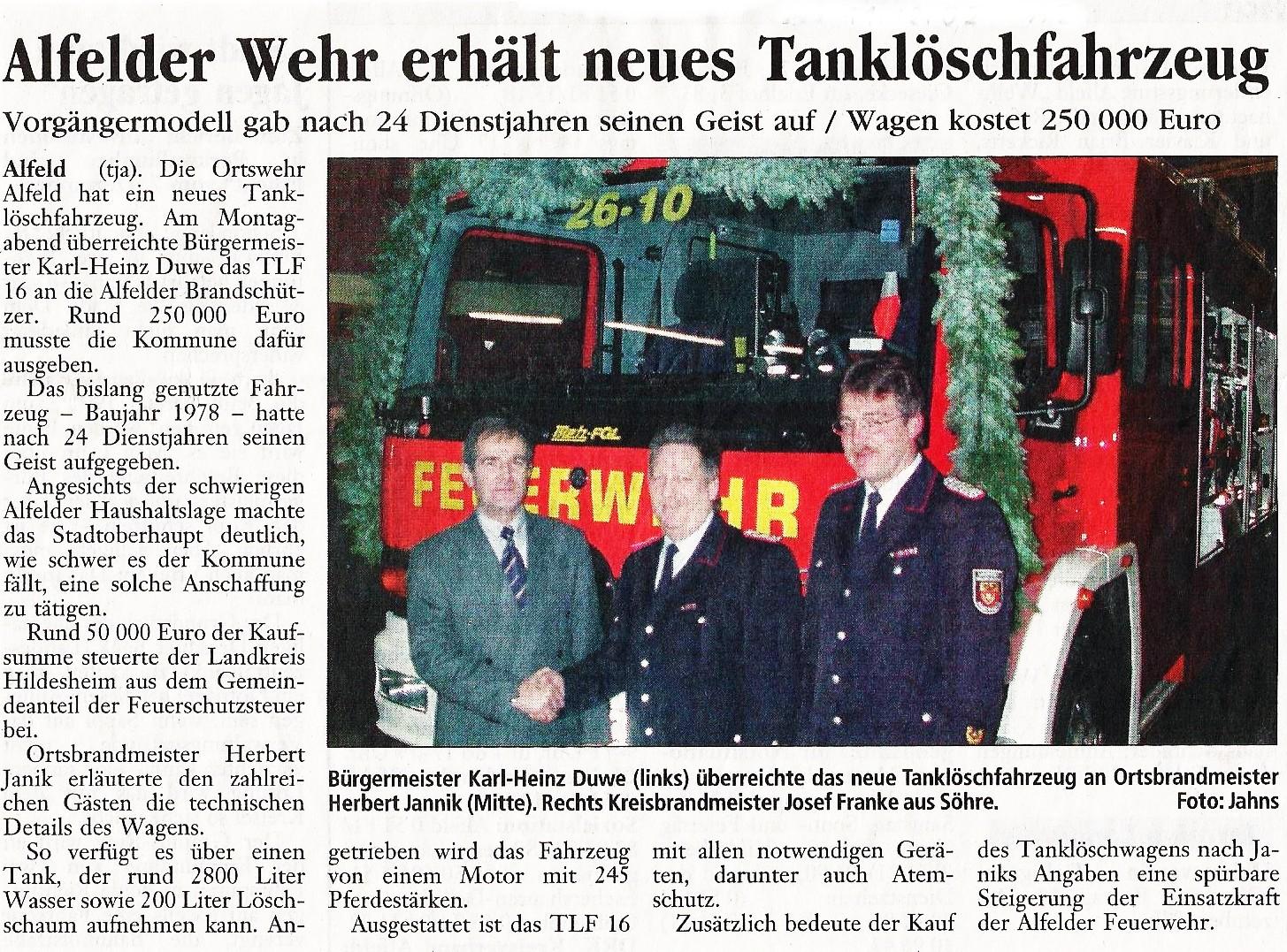 2002-12-11 Alfelder Wehr erhält neues Tanklöschfahrzeug