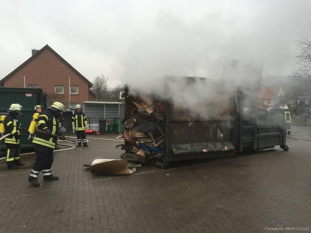 FFWA2016-02-06-03-BrandeinsatzWertstoffhof