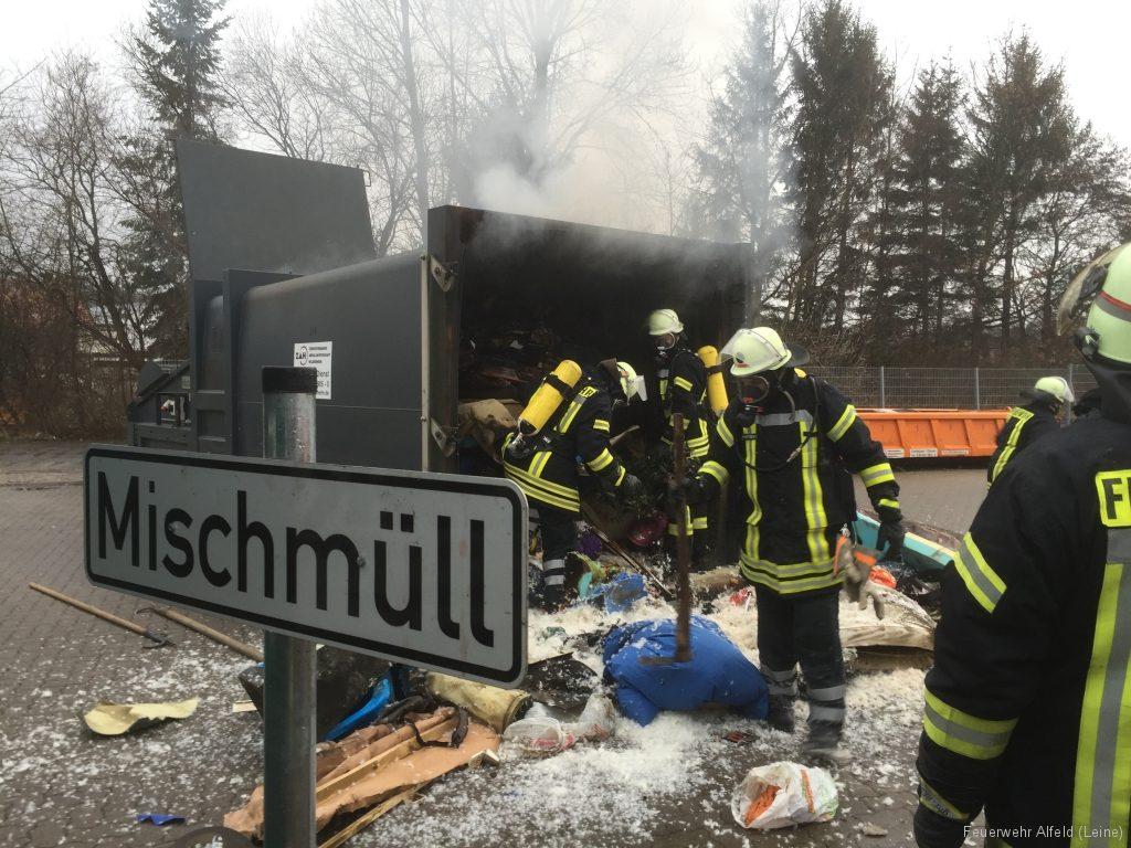 FFWA2016-02-06-18-BrandeinsatzWertstoffhof