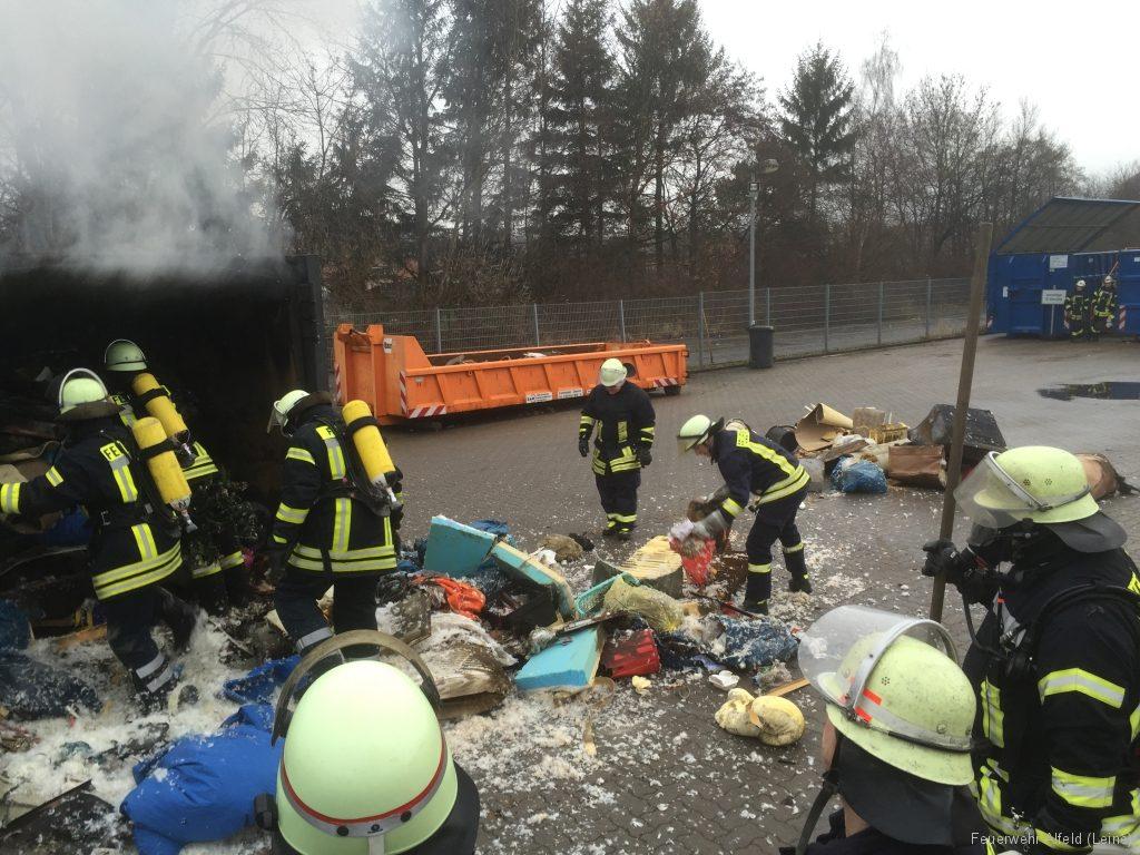 FFWA2016-02-06-20-BrandeinsatzWertstoffhof