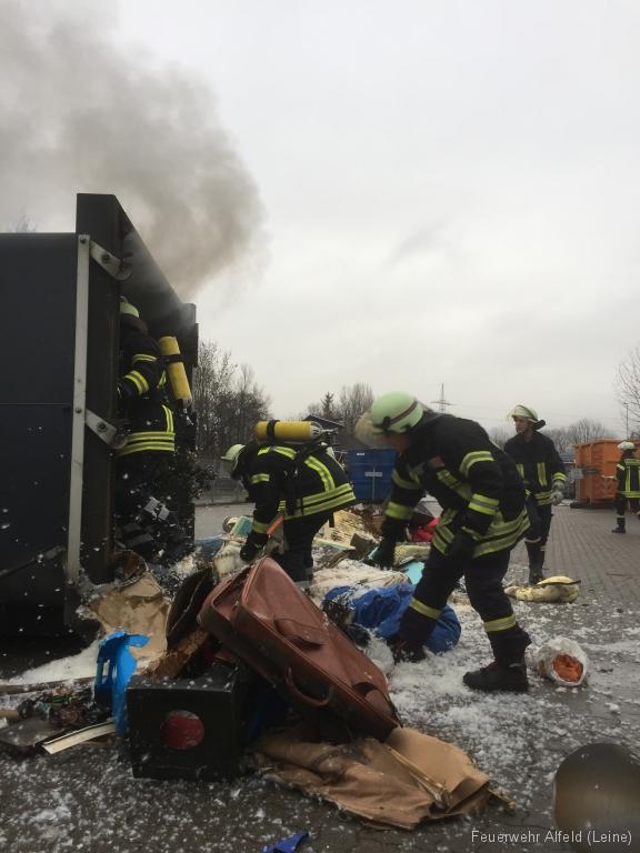 FFWA2016-02-06-21-BrandeinsatzWertstoffhof
