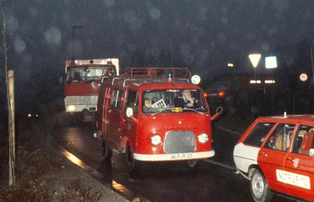 ELW bis 1988. ALF-R 21, Funkrufnahme: Florian Hilburg 26-60. Vom 28.02.1964 bis 21.05.1971 bei der FF Adenstedt als TSF stationiert. Danach kam das Fahrzeug erst zur FF Warzen und anschließend nach Alfeld