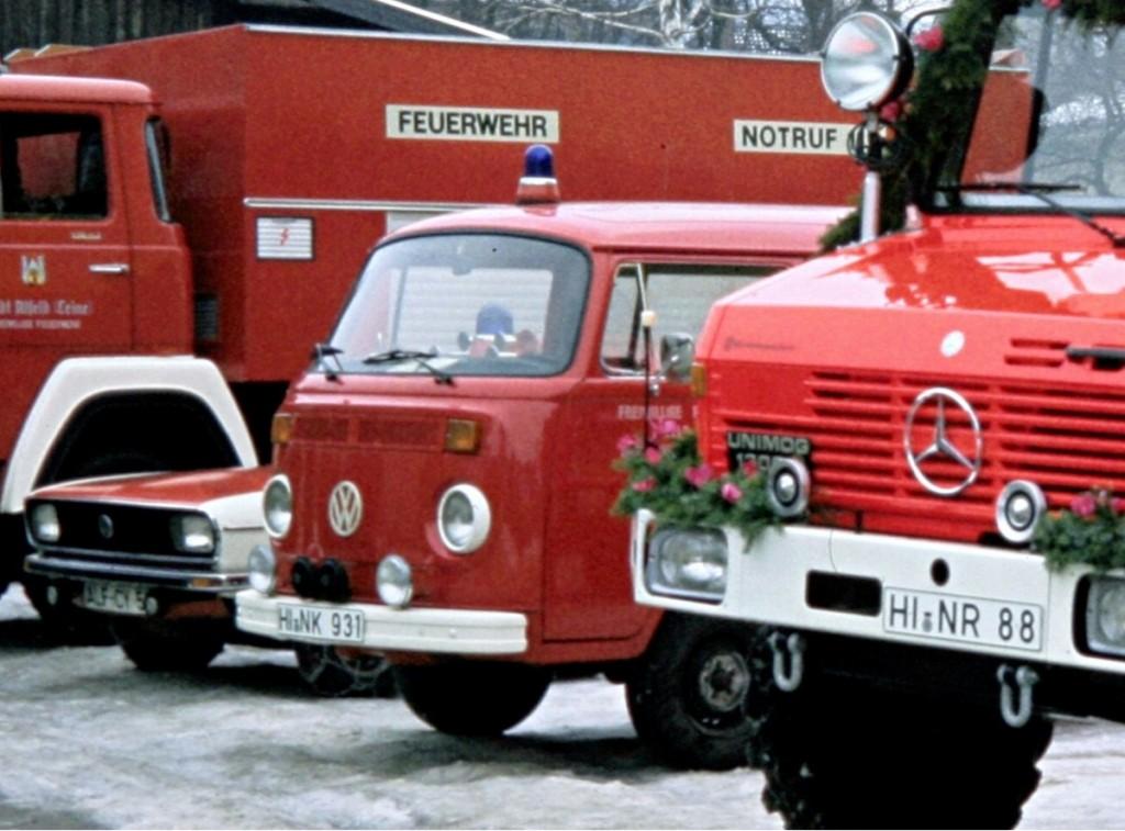 Mannschaftstransportwagen VW Bully T2. Der MTW wurde im Januar 1981 von der Polizei übernommen und der Feuerwehr Föhrste zur Verfügung gestellt. Am 23.02.1999 kam der MTW dann für kurze Zeit (bis zum 30.10.2000) nach Alfeld. End-Kilometerstand: 101.388 km