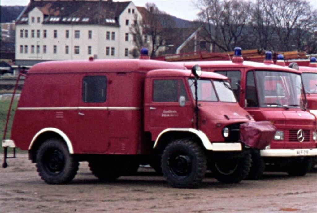 Schlauchwagen SW 1000, 1968 bis 1978, ALF-208, Der SW 1000 wurde durch einen SW 2000 ersetzt und 1978 an die Feuerwehr Freden abgegeben. (Da der Unimog einen Benzinmotor hatte und über 30Liter/100km verbrauchte, wurde er gerne im Feuerwehrhaus bei der Ausbildung stehen gelassen. Fahrzeug der Kreisfeuerwehrbereitschaft des Landkreis Alfeld)